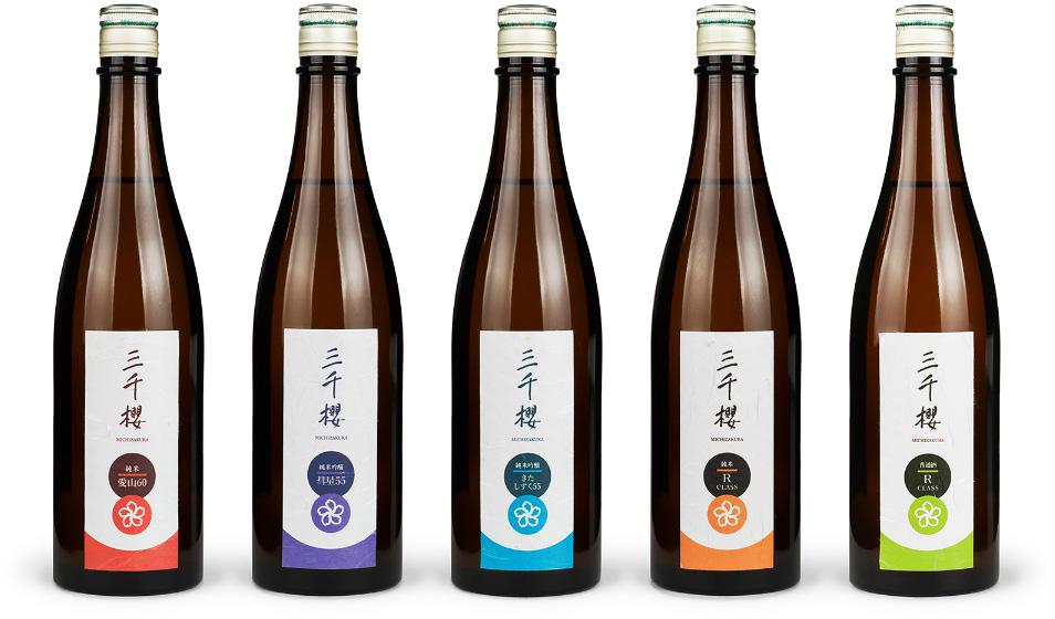 中津川で培ってきた酒造りの技と魂のすべてを注ぎ、「三千櫻らしい酒」を造り続けます。